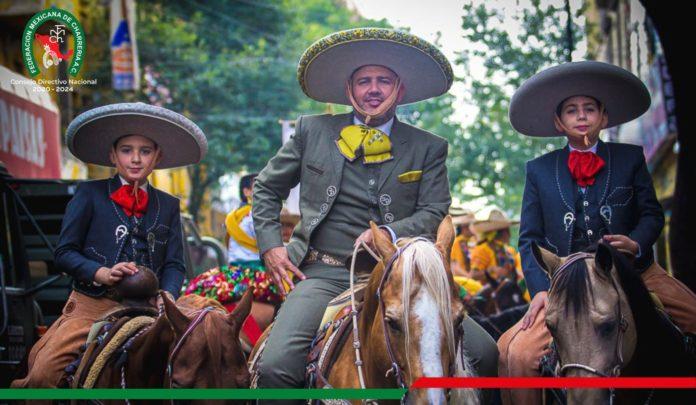 El presidente de la Federación Mexicana de Charrería y sus hijos participaron en este desfile militar 2021