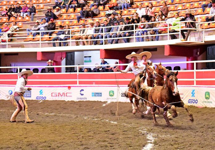 Jesús Estrada cuajó dos manganas a pie para Rancho El Diamante