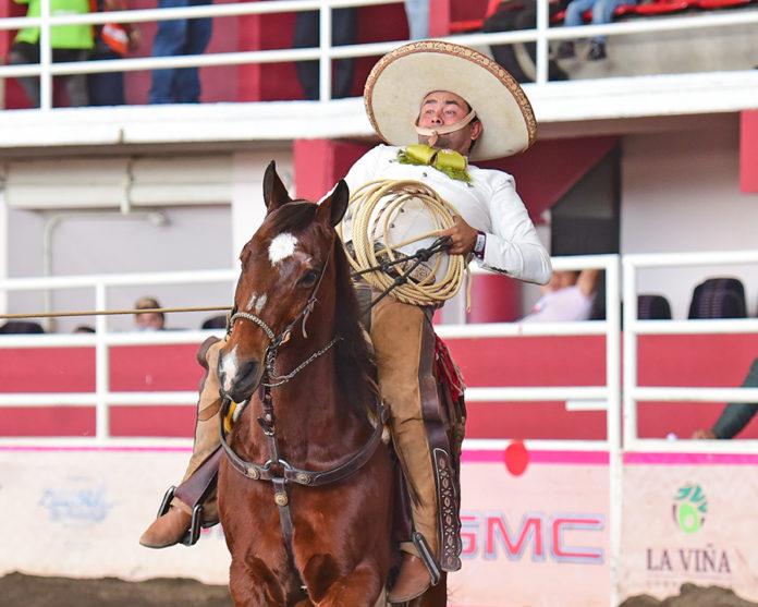 Ignacio Anaya derribando la sexta mangana de cuenta por Rancho Nuevo de Tepatitlán