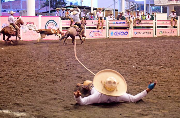 Óscar Arellano derribó sus tres manganas a pie con tirón del ahorcado, por Hacienda de Guadalupe