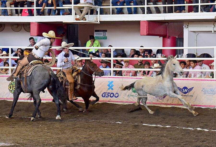 Enrique Jiménez levantó a los Charros de Cuauhtémoc con sus tres manganas a caballo
