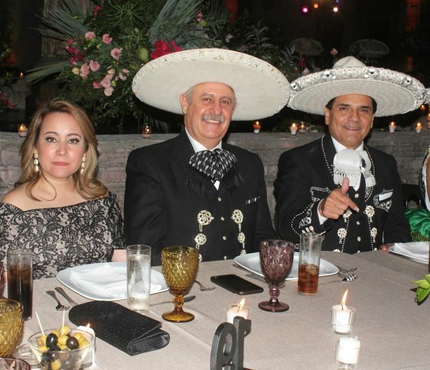 El presidente de la Federación, ingeniero Leonardo Dávila Salinas, acompañado por su señora esposa, Mini Blanco de Dávila, y el señor Gobernador del Estado de Michoacán, ingeniero Silvano Aureoles Conejo