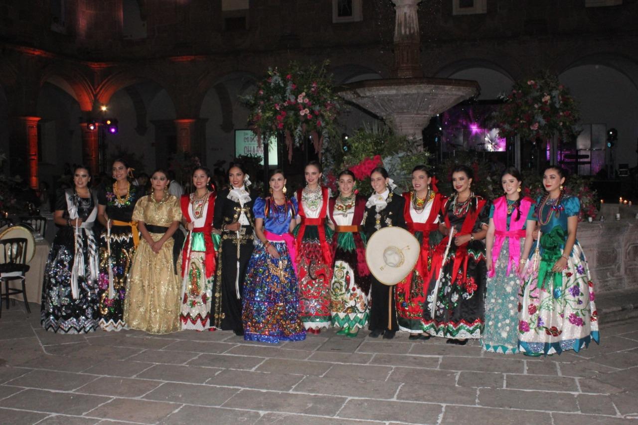 Nutrida asistencia de reinas en la Cena Baile celebrada la noche del sábado en el Centro Cultural Clavijero