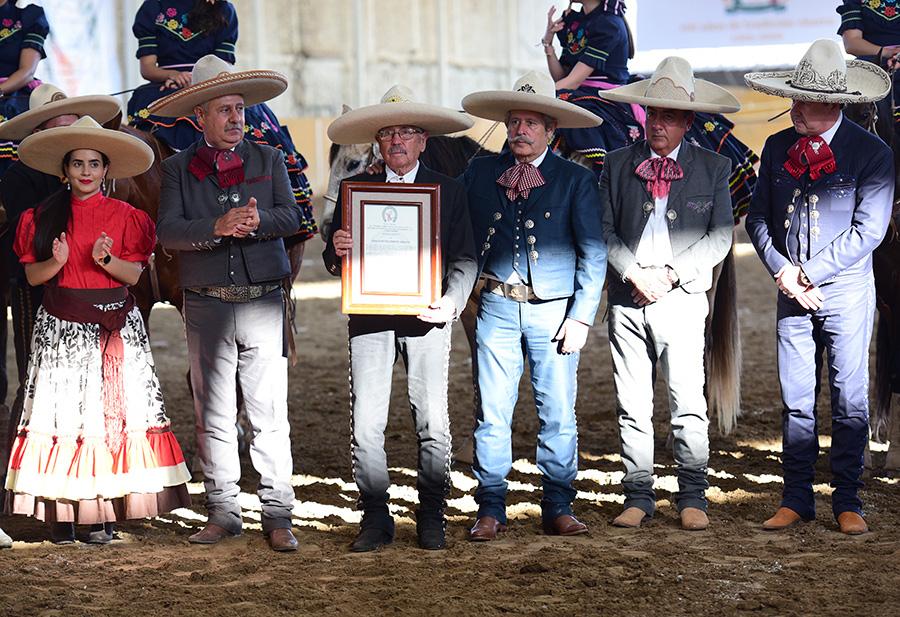 Se entregó un reconocimiento al cronista y charro don Agapito Franco Aguayo