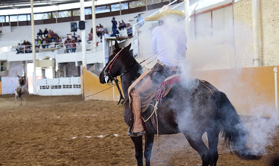 El pialador de Charros de La Laguna, Juan Pablo Franco, perfumó la manga del lienzo en sus tres oportunidades