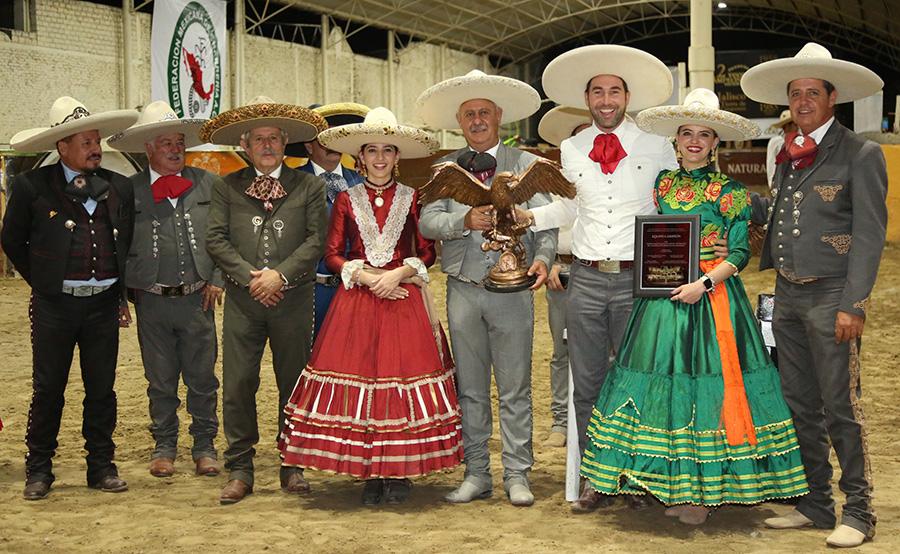 Premiación Tres Regalos, campeones del Aniversario de la Federación