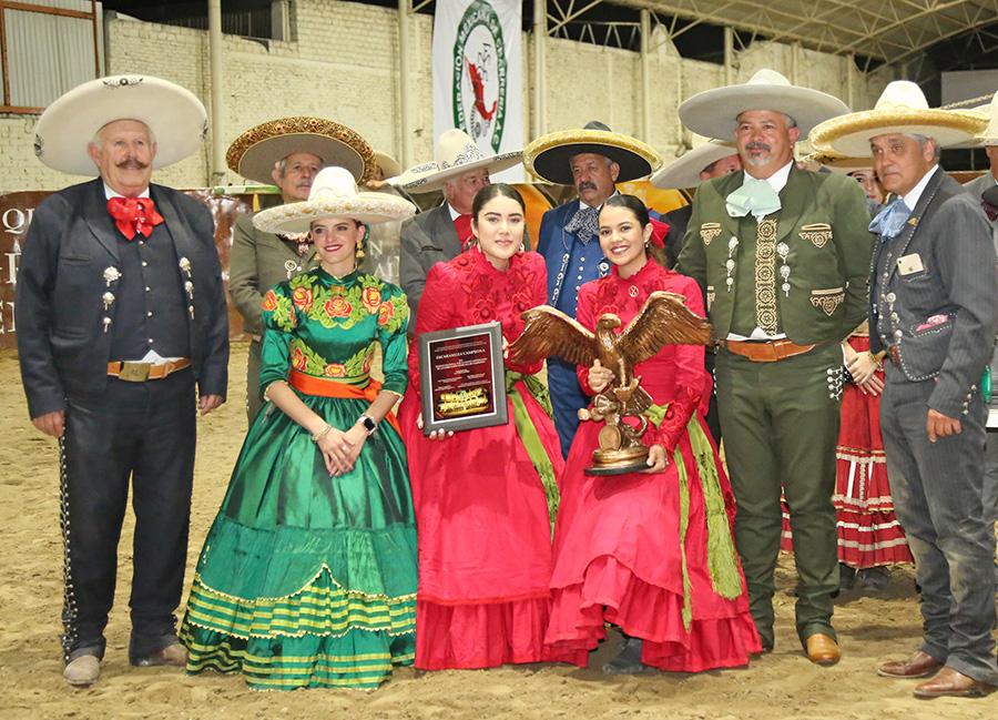 Premiación a Rancho Los Olivos, escaramuza campeona del Aniversario