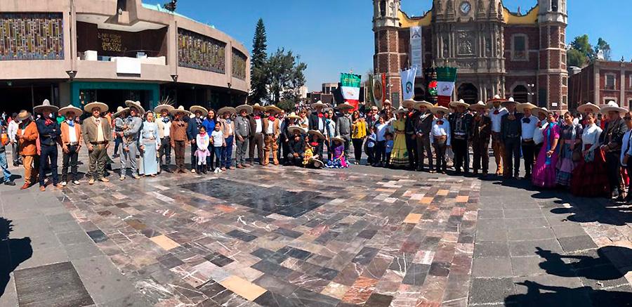 Todos los participantes en la peregrinación charra esperaron en el Atrio de las Américas el inicio de la Santa Misa