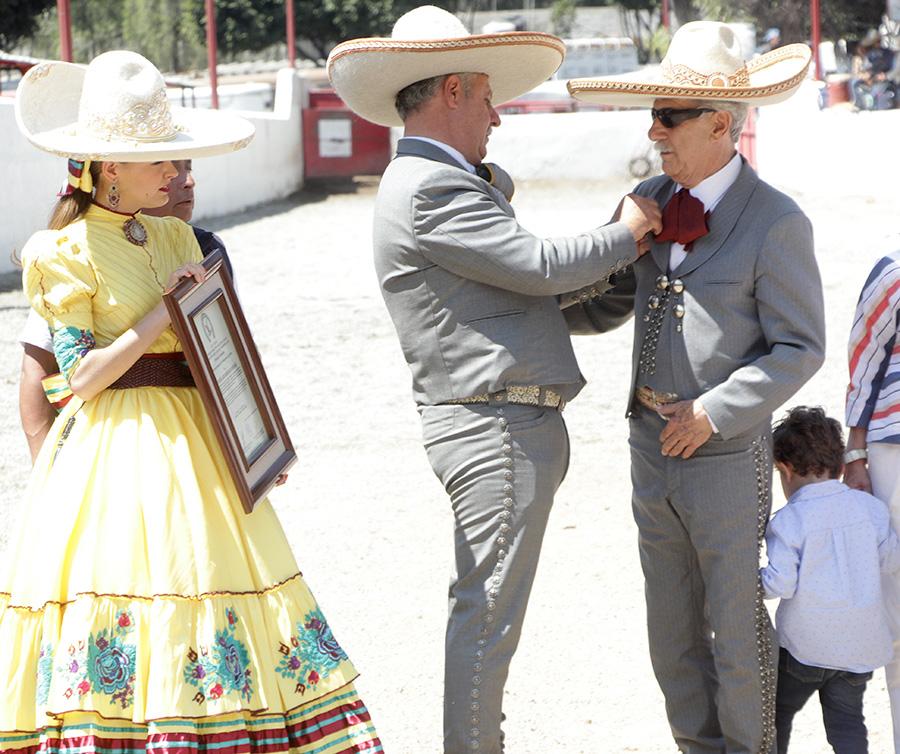 El arquitecto José Luis González González recibió la Herradura de Oro de manos del presidente de la Federación