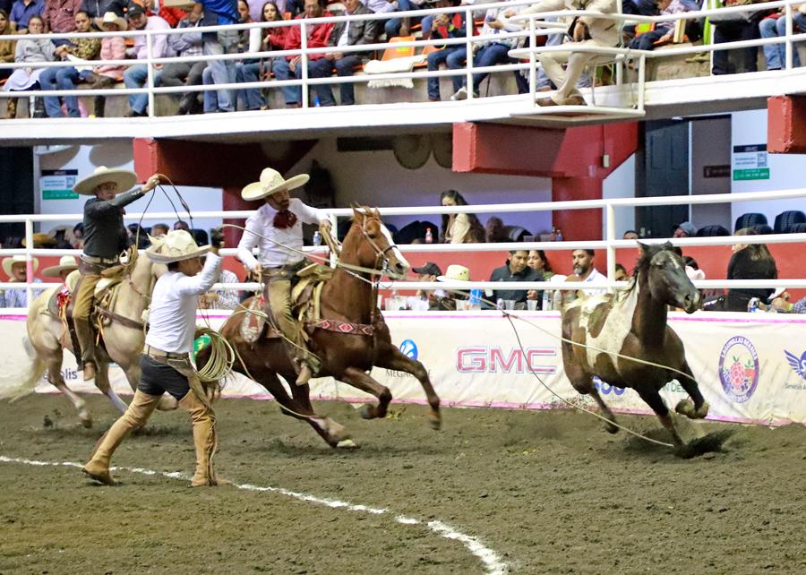 Roberto Hernández agarró sus tres manganas a pie para Rancho Nuevo de Tepatitlán