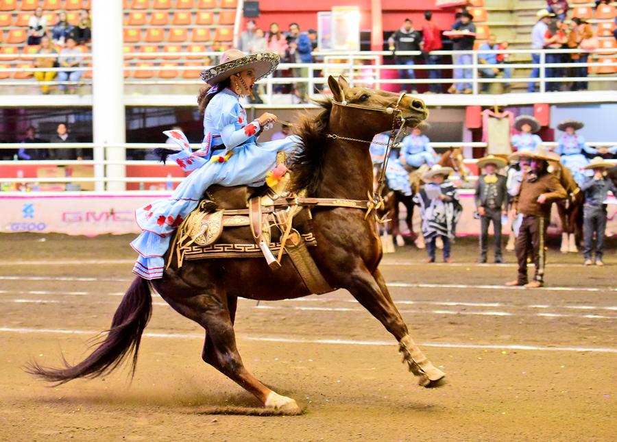 Rancho El Centenario de San Luis Potosí destacó en la competencia nocturna del domingo con 302.00 puntos