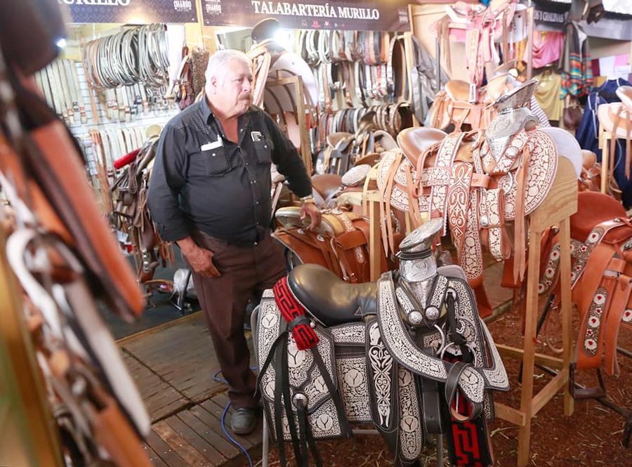Ambrosio Murillo compartió parte de su experiencia como artesano especializado en el trabajo de la pita y la fabricación de sillas de montar