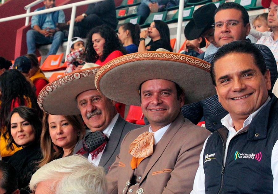 El presidente de la Federación acompañado por su esposa y los gobernadores de Nayarit y Michoacán