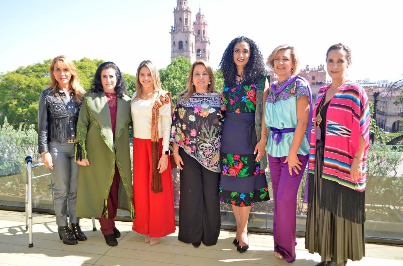 Distinguidas damas charras, encabezadas por la señora Mini Blanco de Dávila, acudieron al Desayuno del Comité de Damas Charras