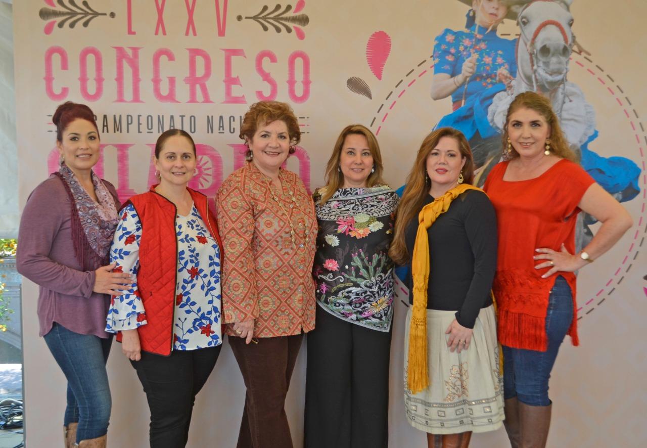 El desayuno, celebrado por la mañana de este viernes, contó con la asistencia de distinguidas damas provenientes de diversas partes de la República Mexicana y Estados Unidos de América