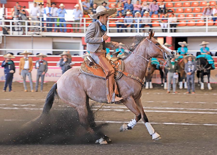 """Mauricio Ríos ejecutando la punta de su cabalgadura, en la terna de Rancho San José """"B"""""""