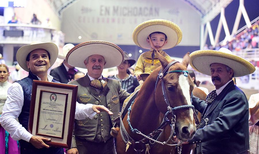 Se homenajeó la labor del pequeño Julio César Blanco Guerra, quien fungió como apoyo de los caporales en este Campeonato Nacional Charro Michoacán 2019