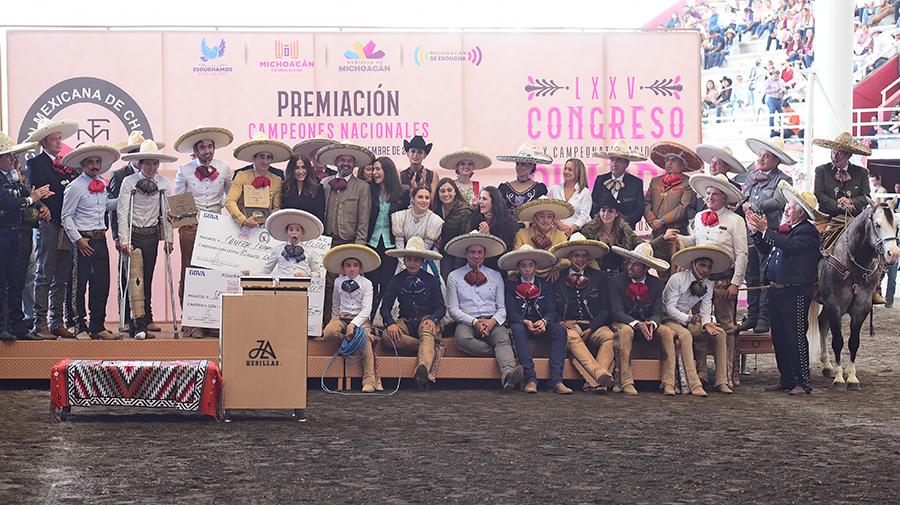 Premiación al subcampeón de charros completos, Diego Ibarra Miranda