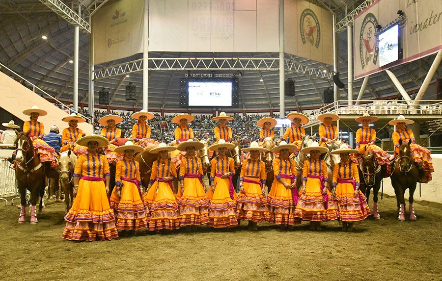 Integrantes de la Escaramuza Monumental de la Reina Nacional, SGM María I