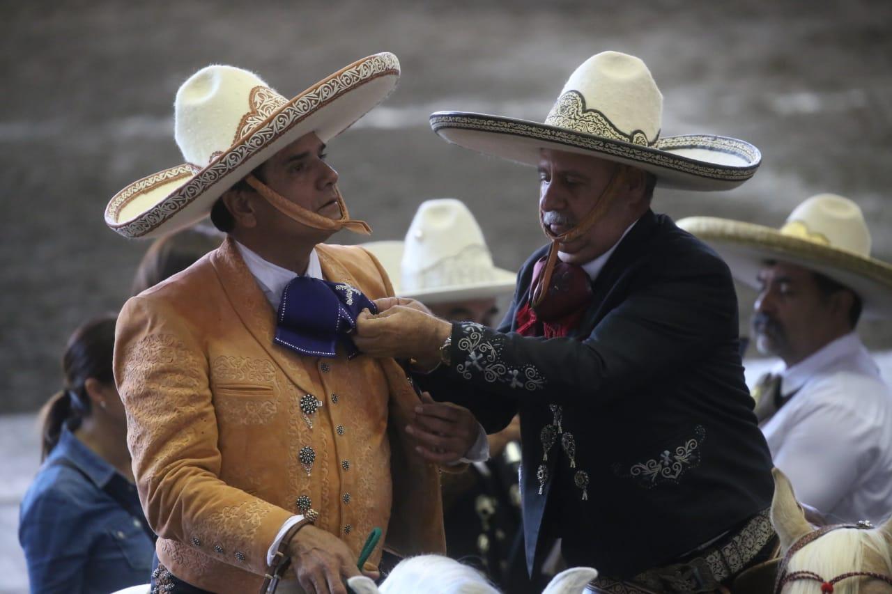 El Gobernador de Michoacán recibió la presea Herradura de Oro de manos del presidente de la Federación
