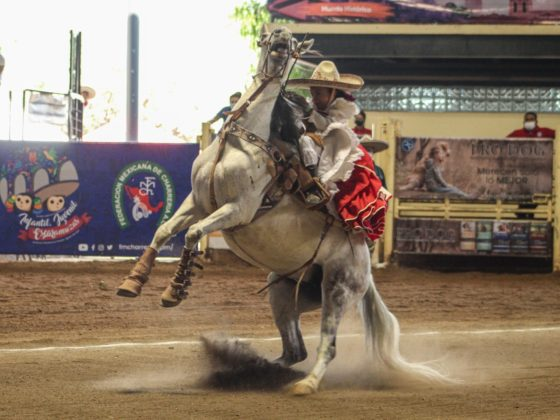 Vistosa la punta que presentó la pequeña Klenam Ixchel Tamakloe Castro, capitana de la escaramuza Rancho El Mezquite Dientes de Leche