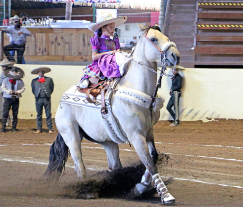 """La pequeña Julia Morales Calderón en la presentación de su punta, por la escaramuza Rancho Euluza Infantil """"A"""""""