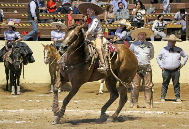 Extraordinaria la cala de caballo de Mauro Fabián Escobedo Álvarez, ganando 43 puntos para La Colonial RTA