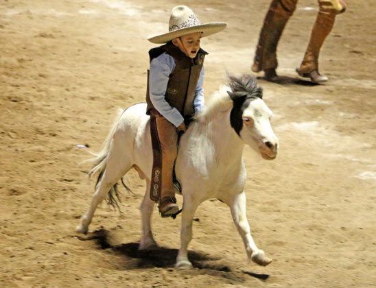 Muy emocionante la jineteada de yegua de Adrián Leonardo Muñoz Gutiérrez para Rancho El Potrillo