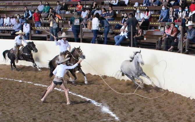Las tres manganas a pie agarró José Arturo Ibarra Ramírez para ganar el compromiso de los charros completos