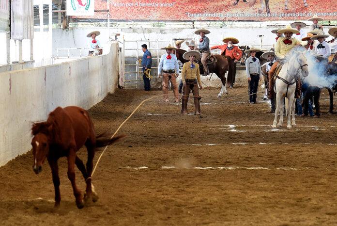 Juan Soltero Curiel comenzó fuerte la actuación de Rancho Las Cuatas con sus tres piales en el lienzo