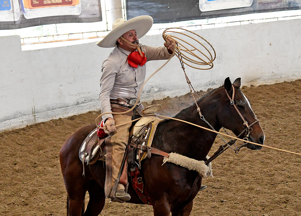 Rafael Aguilar Segovia, que compitió por Jalisco, en su participación en la charreada de la mañana