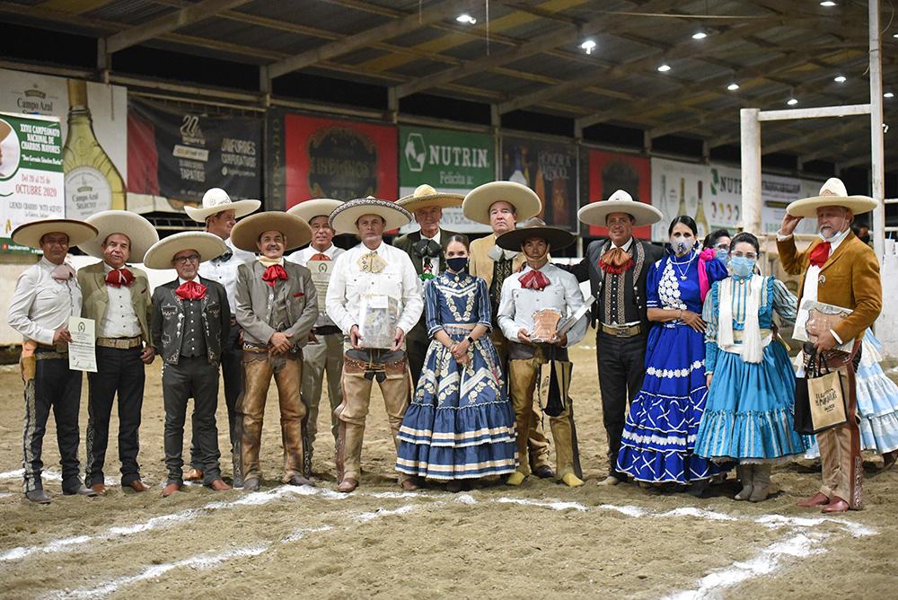 Descendientes de don Miguel Franco González, integrantes del equipo Capilla de Guadalupe, procedentes del municipio de Tepatitlán de Morelos