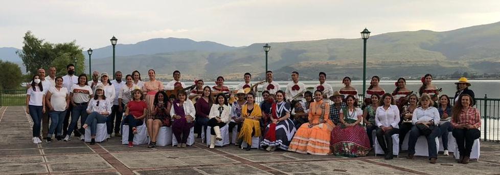 Muy bello el recorrido turístico que se llevó a cabo por el Comité de Damas Charras a Cajititlán