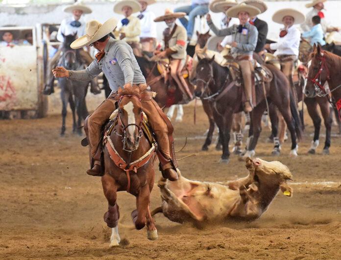 Adalberto Bollaín y Goytia coleó para el equipo Rancho Casa Goytia en la eliminatoria sabatina