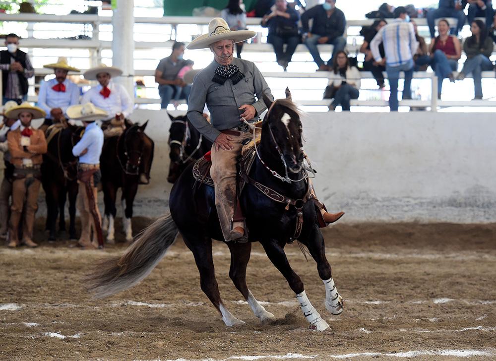 El presidente de la Federación, Leonardo Dávila, presentó la cala de caballo de su equipo, Valle de Saltillo