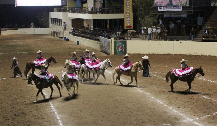 Una digna actuación tuvieron Las Coronelas de Hidalgo en la competencia nocturna, ocupando el primer sitio de la categoría Dientes de Leche