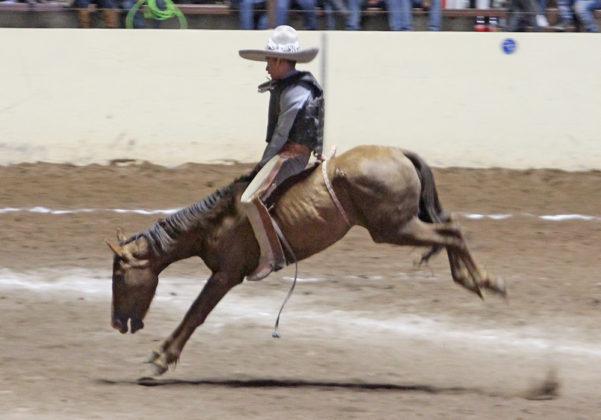 José María Muñoz Balderas pegó la mejor jineteada de yegua de la jornada, en actuación de exhibición de los Regionales de San José