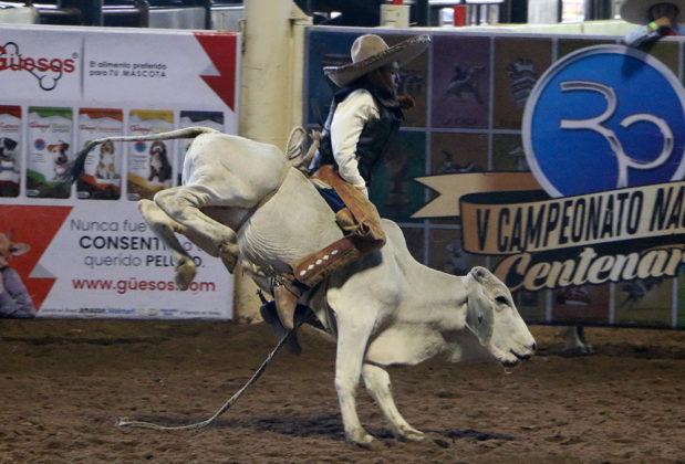 Veinte puntos ganó Joaquín Sánchez Aguilera en la monta de toro para el equipo Rancho El Llorón de Michoacán