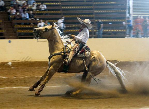 Diego Martínez de Luna ganó 24 unidades por la cala de caballo en la eliminatoria de los charros completos