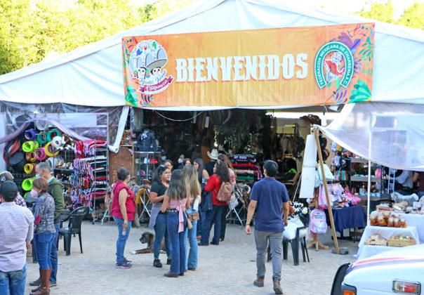 El público asistente ha disfrutado de las ofertas que se encuentran en el área comercial instalado en Rancho El Pitayo