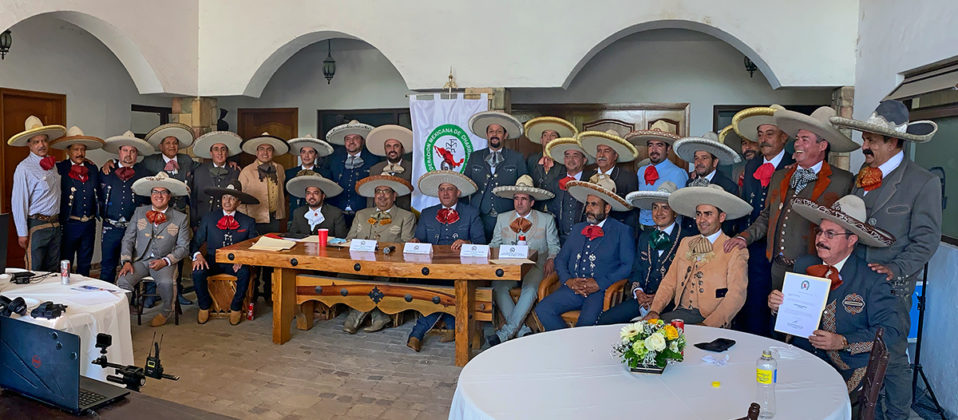 Los asistentes a la Junta Ordinaria Mensual en la fotografía del recuerdo