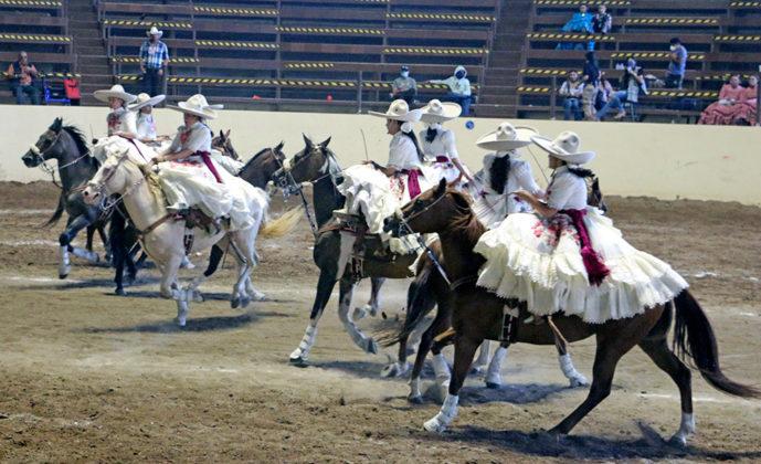 También el equipo femenil Rosa Real de Tijuana ganó su boleto a la final de las escaramuzas juveniles