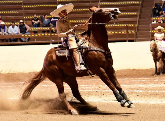La cabalgadura que monta Antonio Echeverría Aguirre rayó 20 metros en un tiempo, durante la cala de Selección de Nayarit