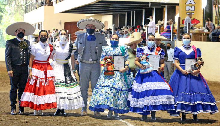 Se entregaron merecidos reconocimientos a las damas jueces por parte del Consejo Directivo de la Federación Mexicana de Charrería