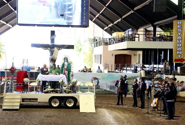Antes de la Final de la categoría Dientes de Leche se celebró la Santa Misa en el lienzo, oficiada por el sacerdote Óscar Sánchez