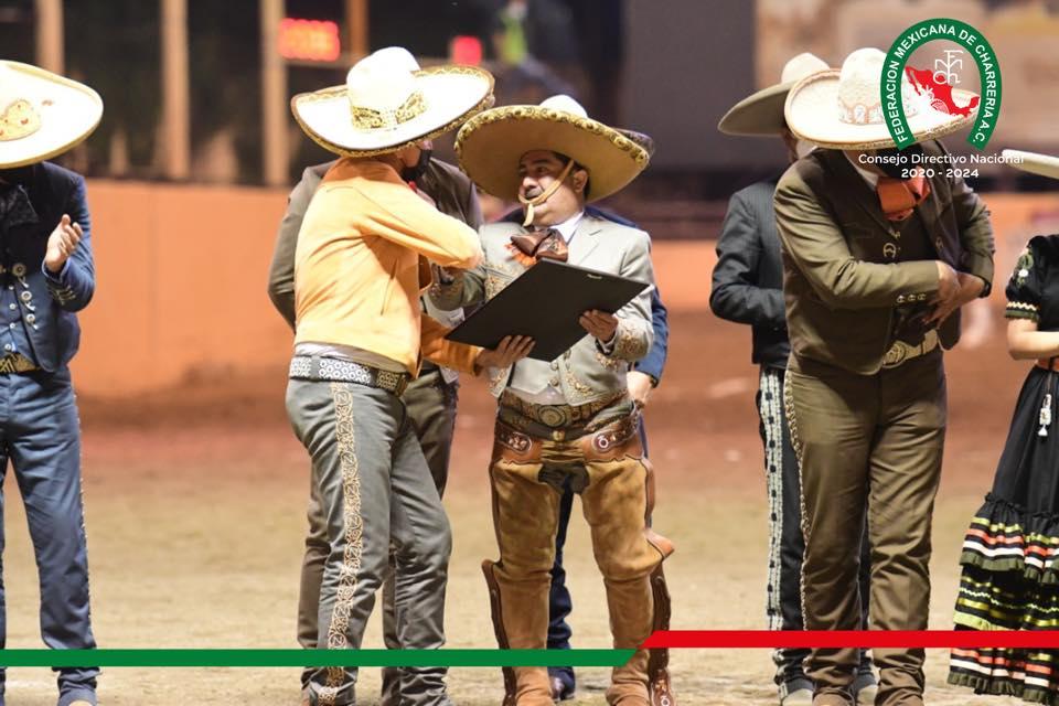 En la ceremonia realizada en Tlajomulco también recibió la presea Félix Bañuelos Ramírez