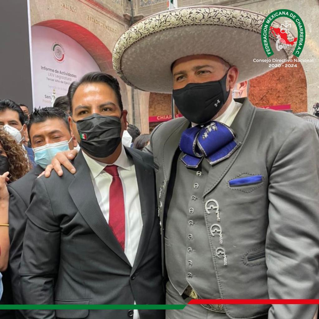 José Antonio Salcedo hizo acto de presencia en la ceremonia de informe de Actividades Legislativas del presidente del Senado, Eduardo Ramírez Aguilar