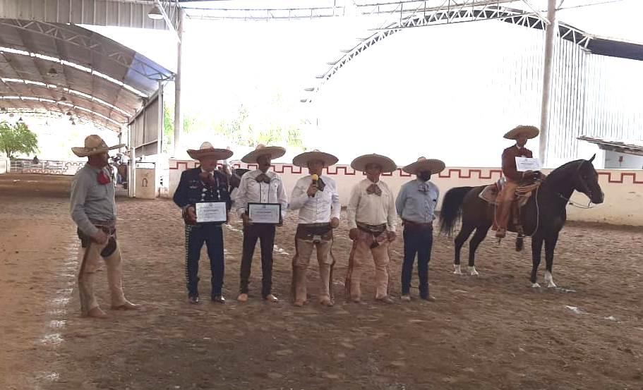 La Unión de Asociaciones de Charros del Estado de Jalisco, entregó reconocimientos a impulsores de la charrería en esa entidad