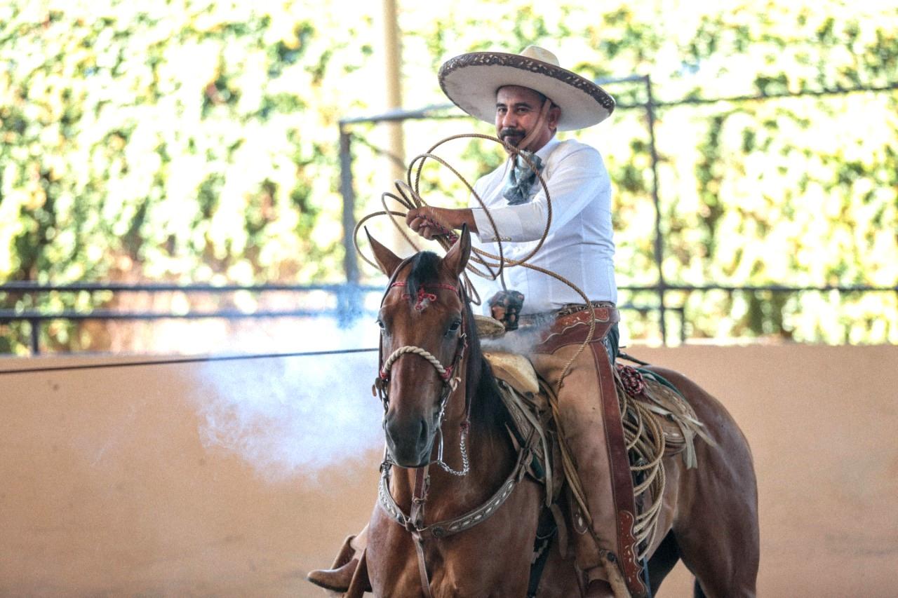 José Manuel de Lara, de Hacienda Dwyer chorreando un pial en el estatal jalisciense