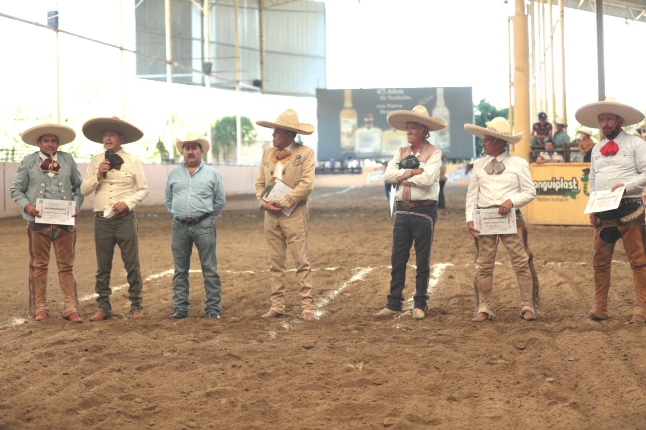 La Unión de Asociaciones de Charros del Estado de Jalisco, reconoció a personalidades de las asociaciones de charros que participaron este fin de semana